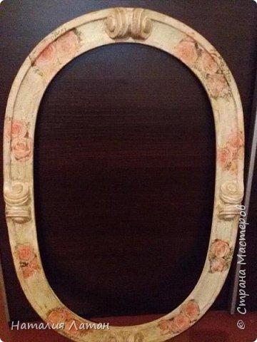 Добрый день Страна! Подарили мне раму для зеркала из МДФ, была она серого цвета и решила я попробовать слегка ее состарить. В работе использовала краска, салфетка, кракелюр 2х шаг., лак. фото 1