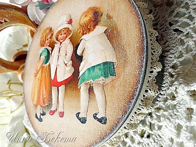 Всем здравствуйте! Я сегодня с парочкой круглых шкатулочек. Они простые, но очень милые и уютные. Прошу вас оценить. фото 10