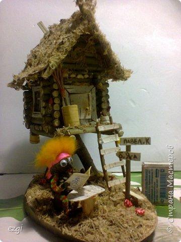 """Всем.привет) Избушку """"слизала"""" у Иринки, которая живёт здесь - http://stranamasterov.ru/user/313584 Её работы очаровывают.Свою избушку сделали для сына в школу. Мужу отдельное спасибо.До этого он строил только сараи для домашней скотины, причём, в натуральную величину))) А теперь, можно смело сказать, что построил дом) Пусть в одну комнату, но зато 36 квадратных.....сантиметров. А обустройством дома,уже занималась я, как и положено женщине))) фото 12"""