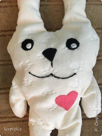 Увидела в магазине игрушки японского дизайнера, очень популярна сейчас. Ребёнку понравились незатейливые формы и приятность ткани на ощупь. Спустя несколько дней получилось вот это чудо...набит пенопластовыми шариками, больше нечем было. фото 2