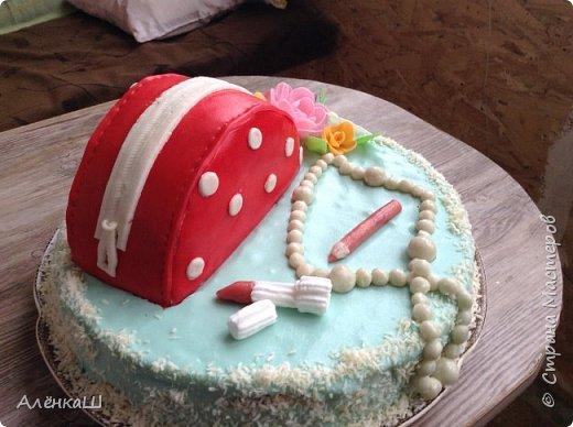 Такой вот торт сделала свекру на день рождения. Основа бисквит, оформление мастикой из зефира.  фото 5