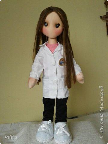 привет друзья! Я приношу вам новую куклу! для студента-медика ... это подарок от ее бойфренда. Он поставляется с учебником. Надеюсь, вам понравится! фото 1