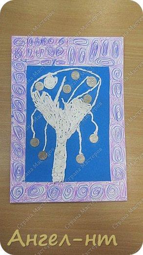 С ребятами на уроке крутили салфеточные жгутики, а затем превращали их в творческую работу - денежное дерево. Получились интересные работы.  фото 1