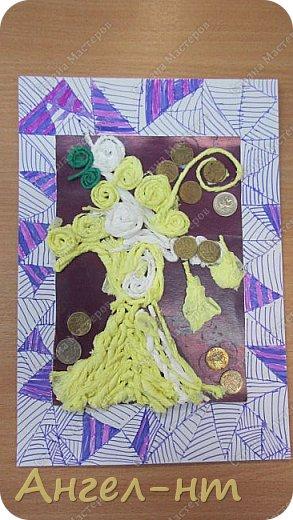 С ребятами на уроке крутили салфеточные жгутики, а затем превращали их в творческую работу - денежное дерево. Получились интересные работы.  фото 9