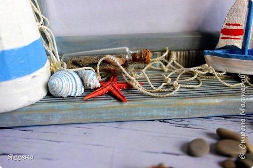 Здравствуйте, уважаемые жители Страны Мастеров! Хочу поделиться с вами идеей декорирования рамок для фотографий в морском стиле. Так уж случилось, что море я не люблю.. вернее, не люблю бывать  у него в гостях) моя стихия - горы! Но, при этом, очень люблю в декоре все, что связано с морем - за особую, наверное, природность этих материалов, цвета, фактуры.. И, естественно, трепетно всё это собираю, наказывая всем своим знакомым, привезти всё, что под руку (или ногу!) попадется на побережье. Лежало всё это добро, бережно хранимое, и ждало своего часа, и он настал таки! И пусть не всё, что скопилось, пригодилось в самой работе - так хоть в фотосессии поучаствовало..)) Одному маленькому мальчику в его новую морскую комнату появились в подарок вот такие рамочки, которые очень хорошо вписались в интерьер и, главное, понравились малышу и его родителям, моим друзьям! Итак, добро пожаловать..) фото 11