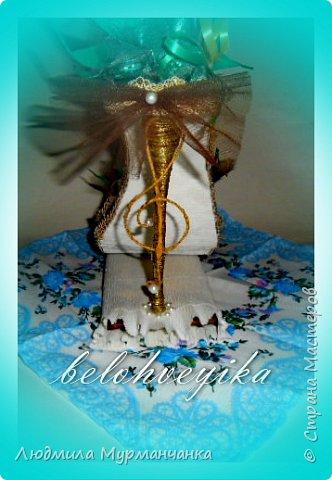 Моя самая первая работа- на День Учителя, в подарок учителю музыки, в декоре использовала скрипичные ключи. фото 2