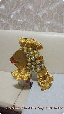 золотая рыбка из конфет фото 6