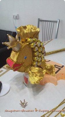 золотая рыбка из конфет фото 7