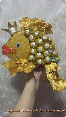 золотая рыбка из конфет фото 8