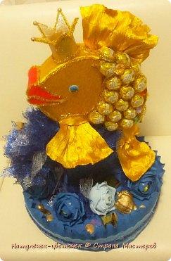 золотая рыбка из конфет фото 1