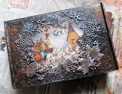 Шкатулка заштукатурена, закрашена, забрызгана, немножко декупажа, объём из вырубки. фото 2