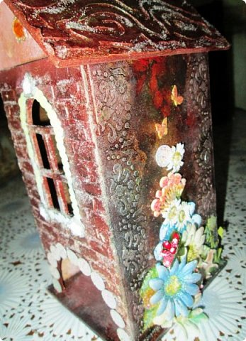 Шкатулка заштукатурена, закрашена, забрызгана, немножко декупажа, объём из вырубки. фото 4