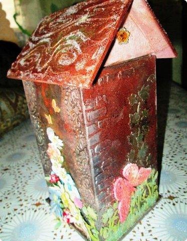 Шкатулка заштукатурена, закрашена, забрызгана, немножко декупажа, объём из вырубки. фото 5