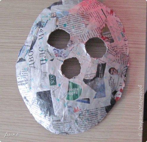 Всем огромный приветик! Сегодня я вам хочу показать маску, которую я сделала на праздник хэллоуин. У нас этот праздник обычно не празднуют, но вот учительница английского языка каждый год что нибудь придумывает. В прошлом году делали паучков и остроконечные шляпы ведьм.  В этом году маски фото 13