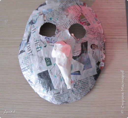 Всем огромный приветик! Сегодня я вам хочу показать маску, которую я сделала на праздник хэллоуин. У нас этот праздник обычно не празднуют, но вот учительница английского языка каждый год что нибудь придумывает. В прошлом году делали паучков и остроконечные шляпы ведьм.  В этом году маски фото 14
