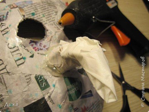 Всем огромный приветик! Сегодня я вам хочу показать маску, которую я сделала на праздник хэллоуин. У нас этот праздник обычно не празднуют, но вот учительница английского языка каждый год что нибудь придумывает. В прошлом году делали паучков и остроконечные шляпы ведьм.  В этом году маски фото 15