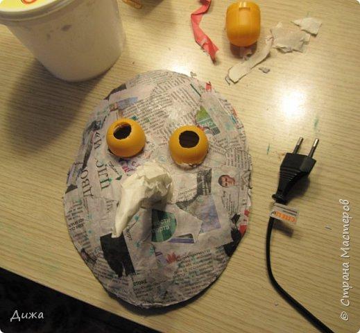 Всем огромный приветик! Сегодня я вам хочу показать маску, которую я сделала на праздник хэллоуин. У нас этот праздник обычно не празднуют, но вот учительница английского языка каждый год что нибудь придумывает. В прошлом году делали паучков и остроконечные шляпы ведьм.  В этом году маски фото 17