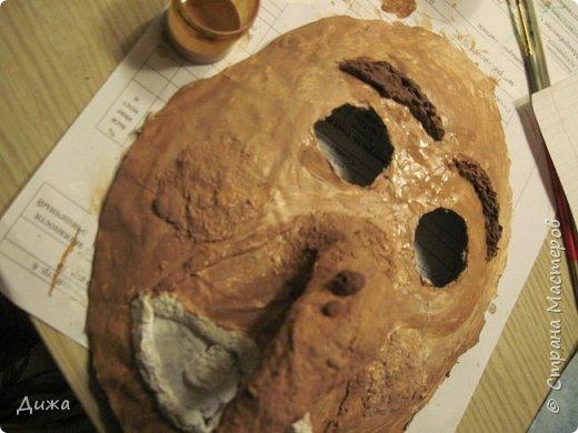 Всем огромный приветик! Сегодня я вам хочу показать маску, которую я сделала на праздник хэллоуин. У нас этот праздник обычно не празднуют, но вот учительница английского языка каждый год что нибудь придумывает. В прошлом году делали паучков и остроконечные шляпы ведьм.  В этом году маски фото 22
