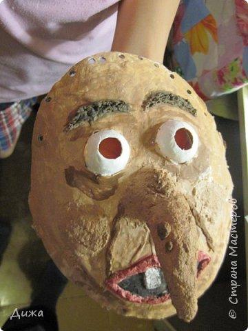 Всем огромный приветик! Сегодня я вам хочу показать маску, которую я сделала на праздник хэллоуин. У нас этот праздник обычно не празднуют, но вот учительница английского языка каждый год что нибудь придумывает. В прошлом году делали паучков и остроконечные шляпы ведьм.  В этом году маски фото 23