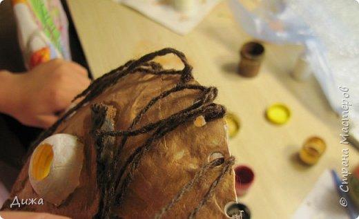 Всем огромный приветик! Сегодня я вам хочу показать маску, которую я сделала на праздник хэллоуин. У нас этот праздник обычно не празднуют, но вот учительница английского языка каждый год что нибудь придумывает. В прошлом году делали паучков и остроконечные шляпы ведьм.  В этом году маски фото 24