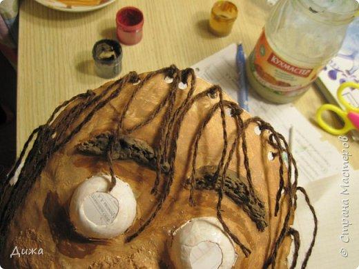 Всем огромный приветик! Сегодня я вам хочу показать маску, которую я сделала на праздник хэллоуин. У нас этот праздник обычно не празднуют, но вот учительница английского языка каждый год что нибудь придумывает. В прошлом году делали паучков и остроконечные шляпы ведьм.  В этом году маски фото 25