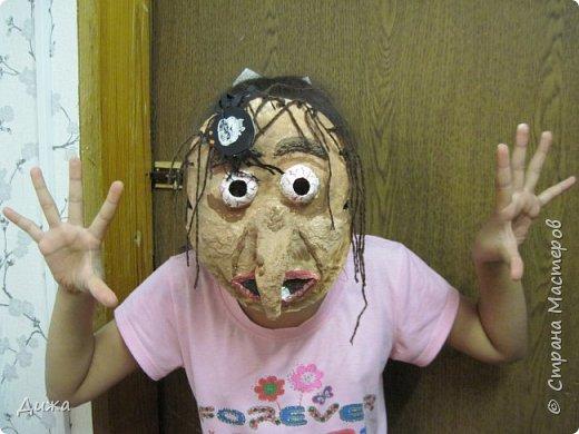 Всем огромный приветик! Сегодня я вам хочу показать маску, которую я сделала на праздник хэллоуин. У нас этот праздник обычно не празднуют, но вот учительница английского языка каждый год что нибудь придумывает. В прошлом году делали паучков и остроконечные шляпы ведьм.  В этом году маски фото 26