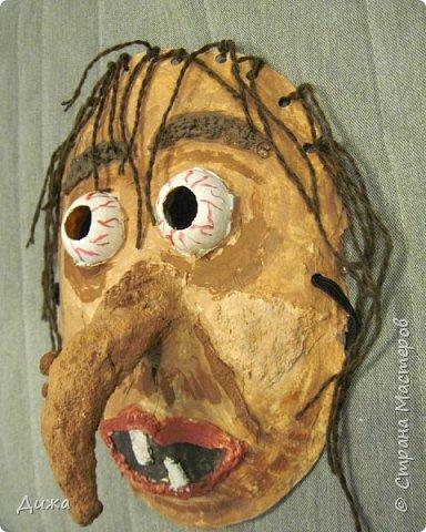 Всем огромный приветик! Сегодня я вам хочу показать маску, которую я сделала на праздник хэллоуин. У нас этот праздник обычно не празднуют, но вот учительница английского языка каждый год что нибудь придумывает. В прошлом году делали паучков и остроконечные шляпы ведьм.  В этом году маски фото 3