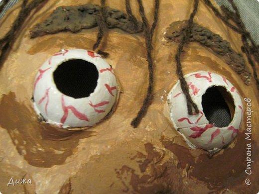 Всем огромный приветик! Сегодня я вам хочу показать маску, которую я сделала на праздник хэллоуин. У нас этот праздник обычно не празднуют, но вот учительница английского языка каждый год что нибудь придумывает. В прошлом году делали паучков и остроконечные шляпы ведьм.  В этом году маски фото 4