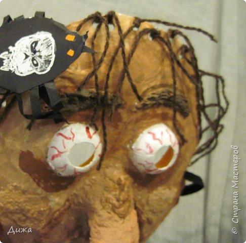 Всем огромный приветик! Сегодня я вам хочу показать маску, которую я сделала на праздник хэллоуин. У нас этот праздник обычно не празднуют, но вот учительница английского языка каждый год что нибудь придумывает. В прошлом году делали паучков и остроконечные шляпы ведьм.  В этом году маски фото 9