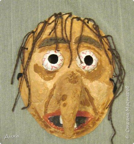 Всем огромный приветик! Сегодня я вам хочу показать маску, которую я сделала на праздник хэллоуин. У нас этот праздник обычно не празднуют, но вот учительница английского языка каждый год что нибудь придумывает. В прошлом году делали паучков и остроконечные шляпы ведьм.  В этом году маски фото 1