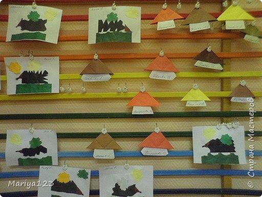 Добрый день всем заглянувшим! Предлагаю посмотреть работы моих деток. Мастерили грибочки в технике оригами, а ежика на полянке в технике аппликация. фото 1