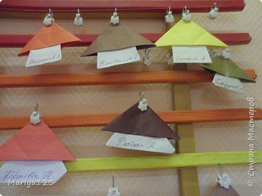 Добрый день всем заглянувшим! Предлагаю посмотреть работы моих деток. Мастерили грибочки в технике оригами, а ежика на полянке в технике аппликация. фото 2