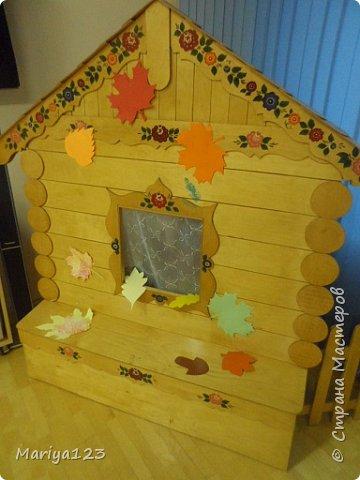 Добрый день всем заглянувшим! Предлагаю посетить наш музыкальный зал, который оформили мои коллеги к празднику осени. Вот такая красавица Осень встречает у дверей. фото 6