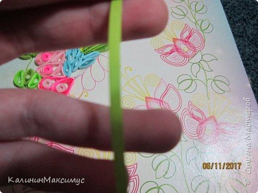 Всем привет! Я хочу вам показать мою не доделанную поделку))) это Колибри. Эта поделка изготовлена в стиле квиллинг. Кто не знает квиллинг это техника скручивания бумажных полосок. фото 4