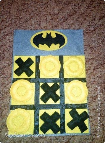 """Добрый день. Для своих детишек в сад я изготовила вот такую замечательную дидактическую игру - """"Крестики - нолики"""". Фетр у меня оставался а идею с Бэтменом я подглядела в интернете. Сразу скажу, что на фото желтый цвет поля сливаеться с ноликами, но в живую, это не так.  фото 1"""
