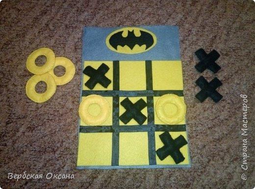 """Добрый день. Для своих детишек в сад я изготовила вот такую замечательную дидактическую игру - """"Крестики - нолики"""". Фетр у меня оставался а идею с Бэтменом я подглядела в интернете. Сразу скажу, что на фото желтый цвет поля сливаеться с ноликами, но в живую, это не так.  фото 2"""