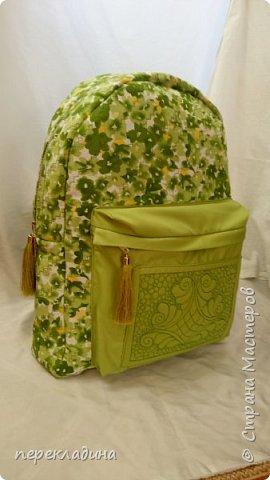 """Рюкзак """"Весеннее настроение""""? Наружный объемный карман, молнии рюкзака и кармана снабжены  декоративными кисточками. В торце рюкзака карман для сотового телефона. фото 1"""