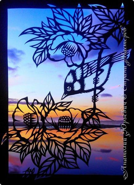 """Всем добрый день! Пришла весна и """"прилетела первая птичка"""".( Yuhina occipitalis - Рыжебрюхая Юхина.-род воробьиных птиц из семейства тимелиевые. Естественная среда обитания — равнинные и горные влажные леса умеренной, тропической и субтропической зон Юго-Восточной Азии).   -Эскиз для """"вырезалки"""" выполнен, изменён и доработан по цветной работе китайского художника Zeng Xiao Lian.  Размер - 12х16см. фото 12"""