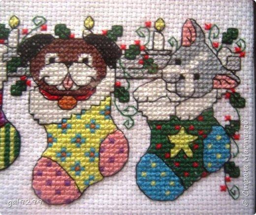 Новый Год не за горами. Это мои вышивки к Году Собаки.  Это магнитики на холодильник. Схема из журнала Cross Stitcher Card Shop. фото 5