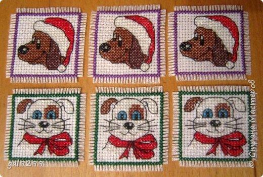 Новый Год не за горами. Это мои вышивки к Году Собаки.  Это магнитики на холодильник. Схема из журнала Cross Stitcher Card Shop. фото 1