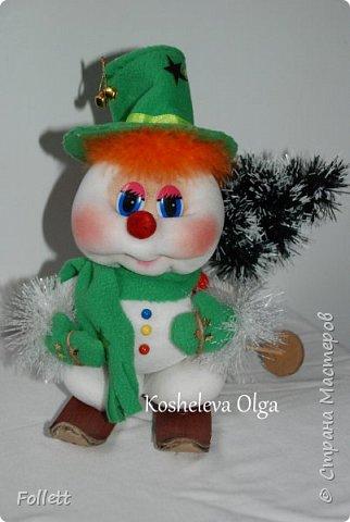 Скоро Новый год! Решила задуматься о подарках заранее. Снеговик в скульптурно-текстильной технике. фото 1