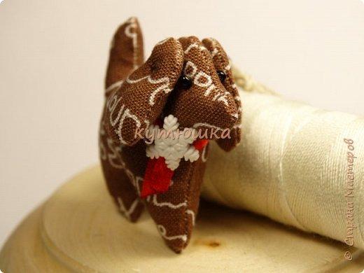 грядущий год - год собаки. вот))) готовлюсь)) собачка - брелок, высота игрушки около 4см) фото 3