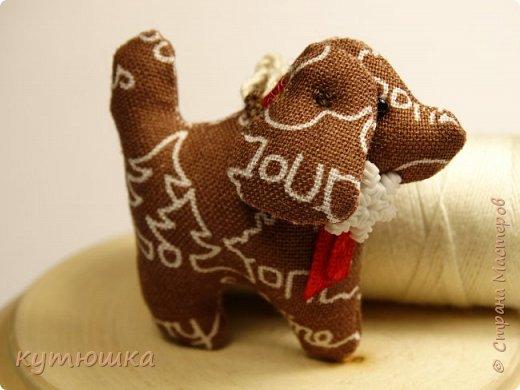 грядущий год - год собаки. вот))) готовлюсь)) собачка - брелок, высота игрушки около 4см) фото 2