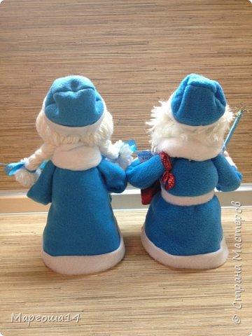 Здравствуйте,Страна Мастеров!!! Сегодня показываю изготовленные  игрушки-подарочки к Новому году. Сшила несколько небольших снеговичков ,ростик у них 10-11см. Ручки из проволоки можно согнуть  и вставить новогодний флажок))) фото 13