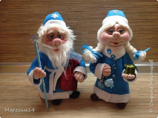 Здравствуйте,Страна Мастеров!!! Сегодня показываю изготовленные  игрушки-подарочки к Новому году. Сшила несколько небольших снеговичков ,ростик у них 10-11см. Ручки из проволоки можно согнуть  и вставить новогодний флажок))) фото 14