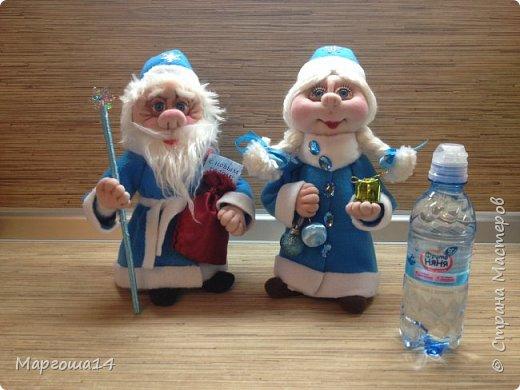 Здравствуйте,Страна Мастеров!!! Сегодня показываю изготовленные  игрушки-подарочки к Новому году. Сшила несколько небольших снеговичков ,ростик у них 10-11см. Ручки из проволоки можно согнуть  и вставить новогодний флажок))) фото 9