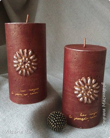 Декор свечи. Акриловые краски, молды и немного восковой патины.