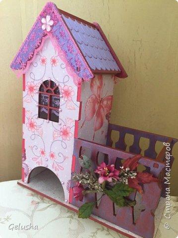 Всем привет! Представляю Вам мою чайную коллекцию, очень люблю заготовки домика с маленькой конфетницей.  Вот первый домик- структурная паста на крыше, кружево, бусины, цветы фото 1