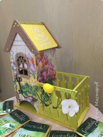 Всем привет! Представляю Вам мою чайную коллекцию, очень люблю заготовки домика с маленькой конфетницей.  Вот первый домик- структурная паста на крыше, кружево, бусины, цветы фото 6