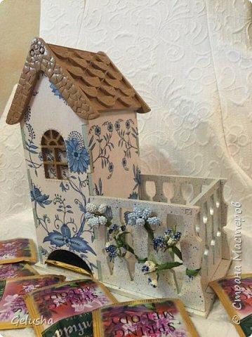 Всем привет! Представляю Вам мою чайную коллекцию, очень люблю заготовки домика с маленькой конфетницей.  Вот первый домик- структурная паста на крыше, кружево, бусины, цветы фото 5